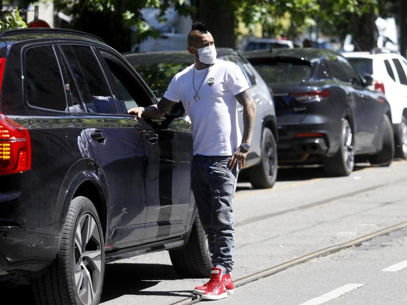 Arturo Vidal tests positive for COVID after being hospitalised