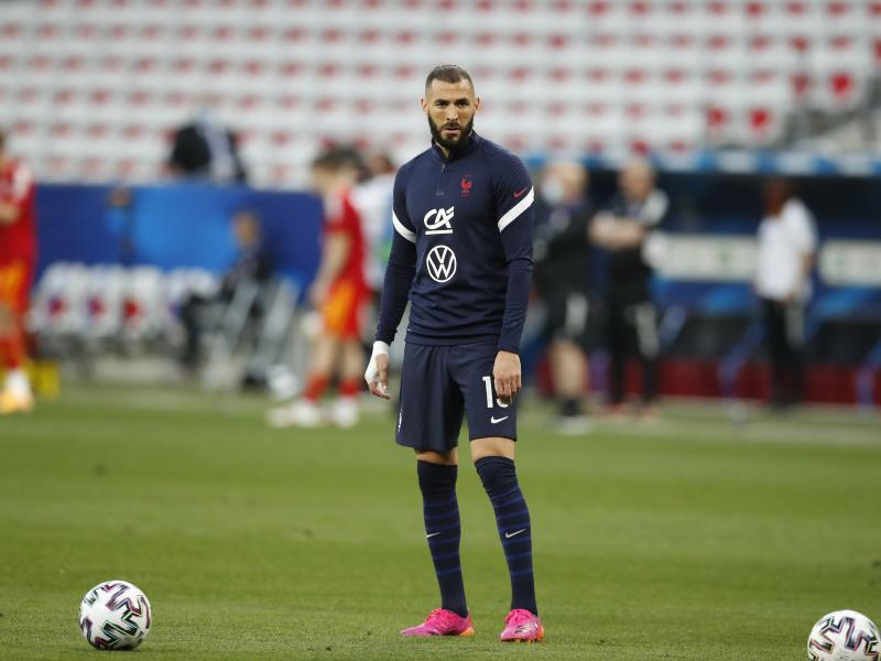 """""""There were a few steps before he came back"""" - Deschamps on recalling Benzema"""