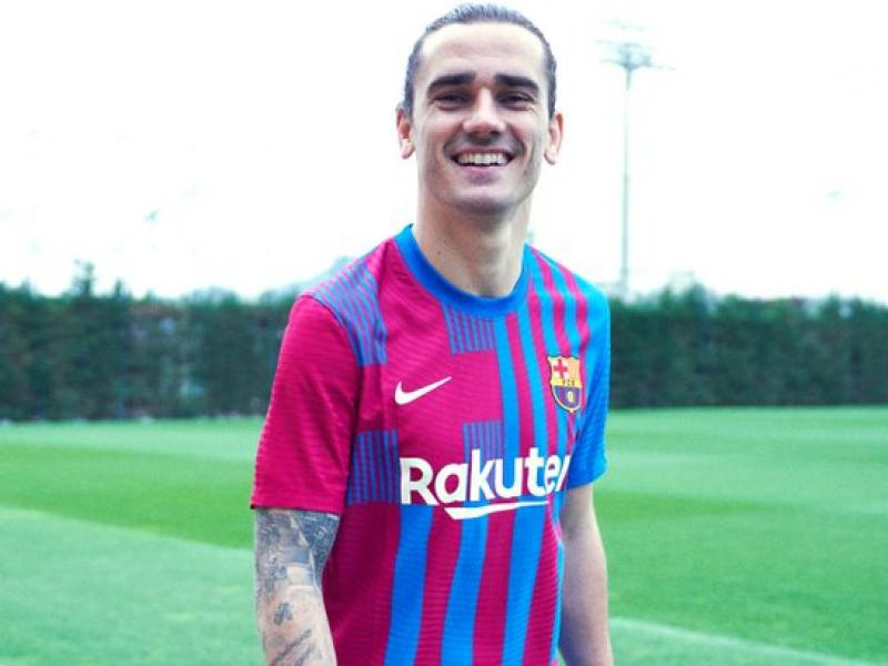 Barcelona is offering Antoine Griezmann to Manchester United