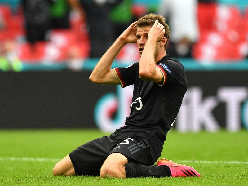 Thomas Muller offers apology after decisive miss