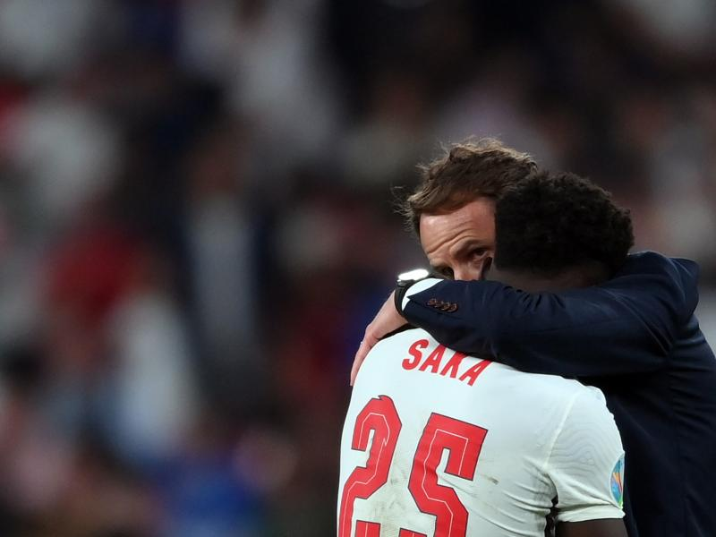 Ozil predicts 'great future' for Saka after Euro penalty miss