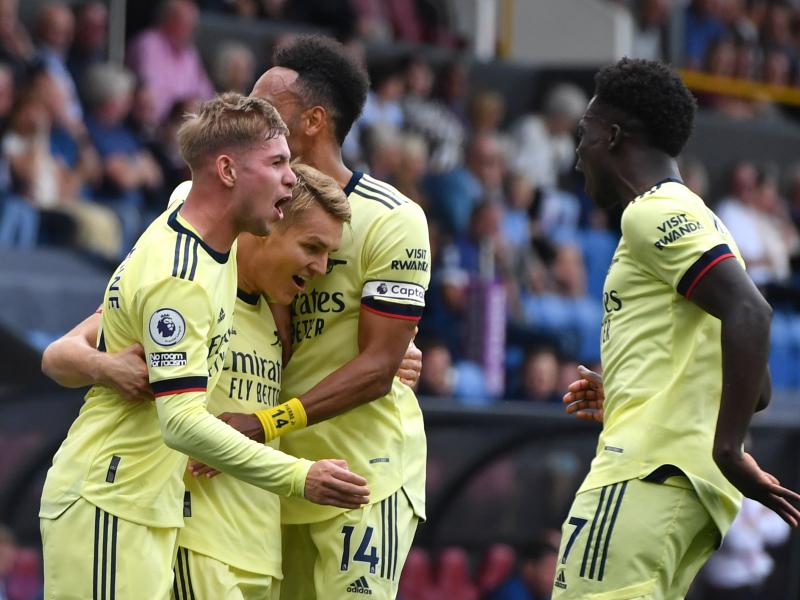 Arsenal triumph at Turf Moor, the Saints hold the Cityzens & Klopp's men sweep aside Palace