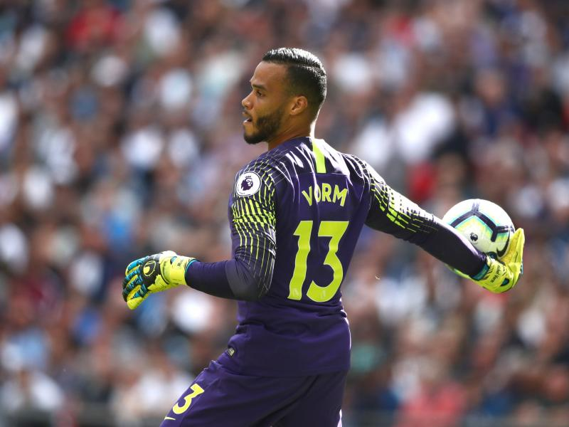 Tottenham re-signs keeper to replace injured Lloris
