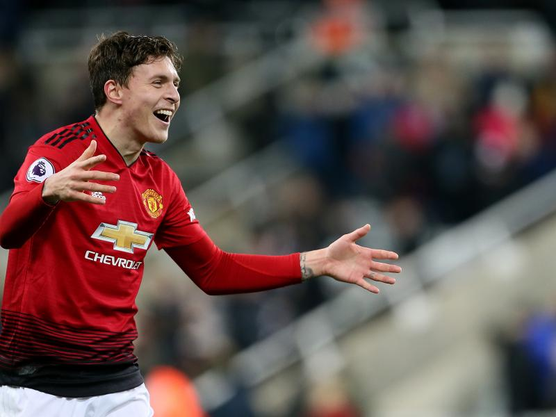 BREAKING: Lindelof signs new Manchester United deal