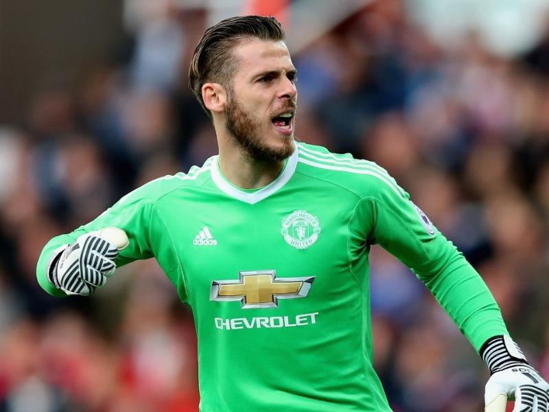 Manchester United legend reacts to De Gea's new contract