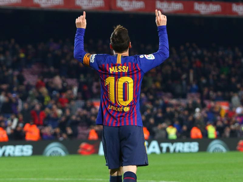 Messi stars as Barcelona dismantle Lyon to book quarters slot