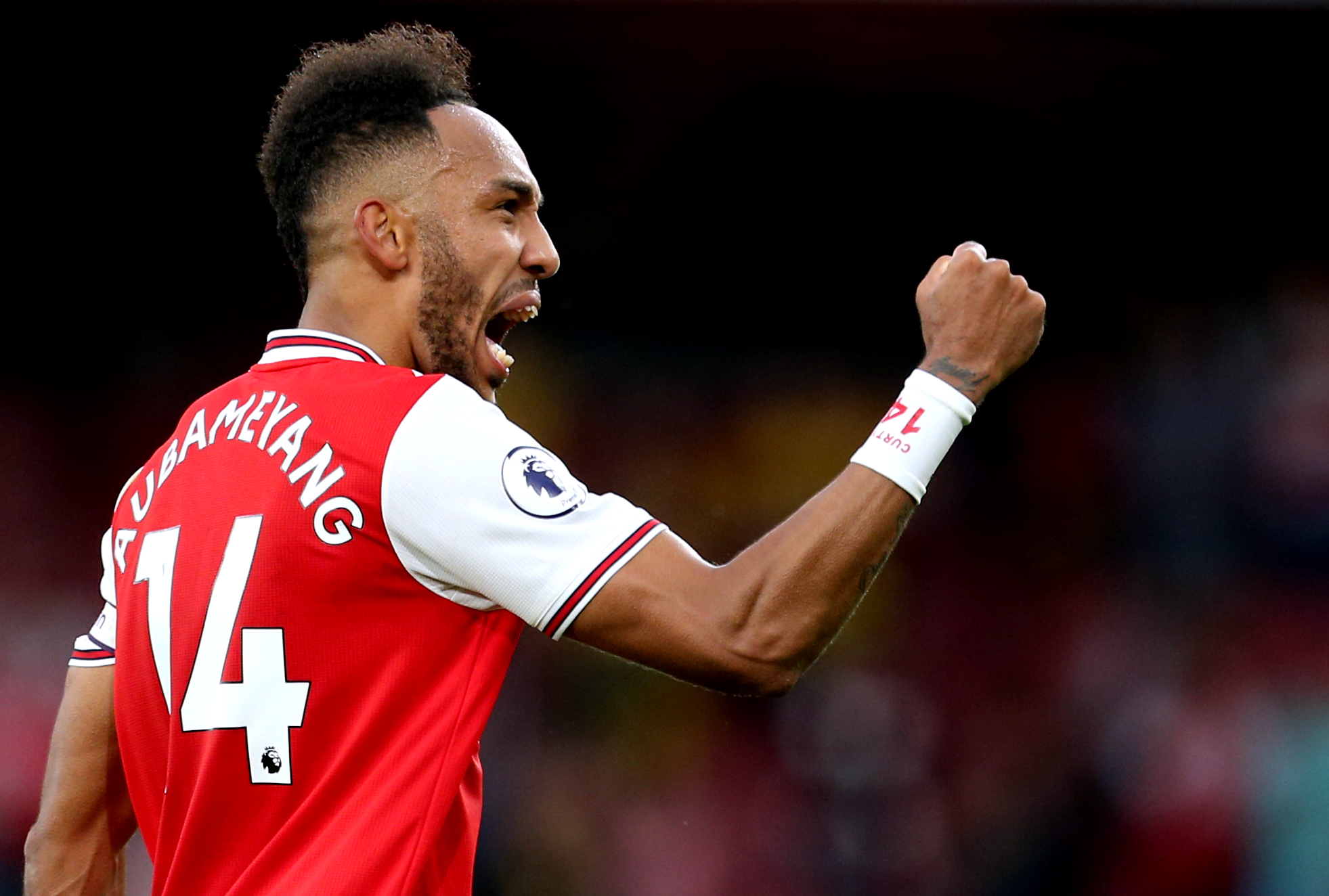 Arsenal 3-2 Everton: Aubameyang scores twice in a five goal thriller