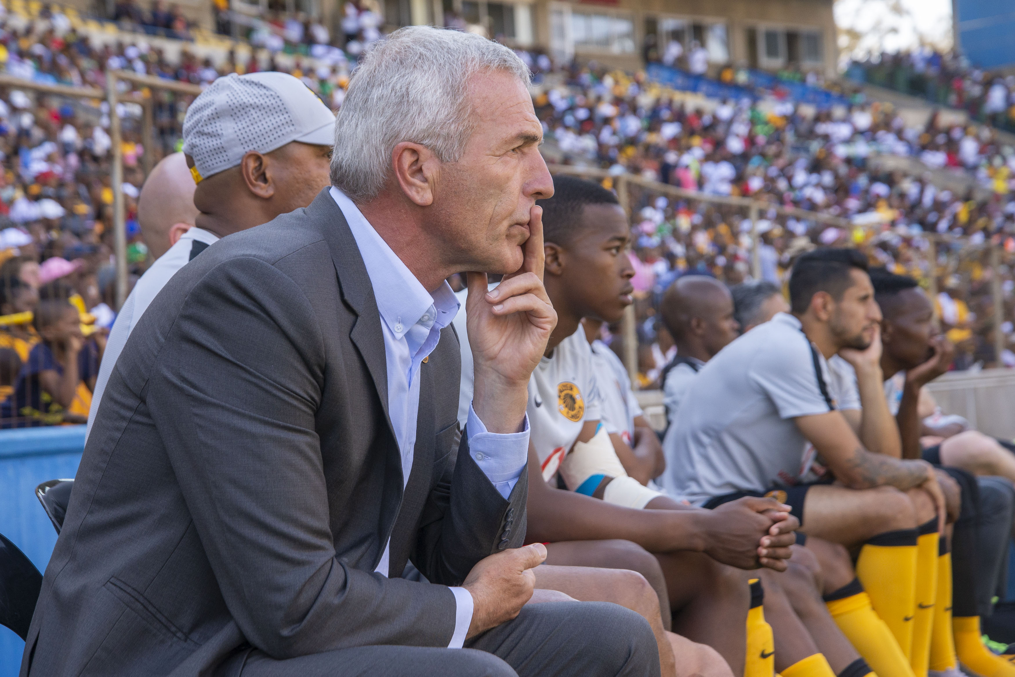 ☝🏿🗣 Middendorp disagrees with Pitso's showboating views