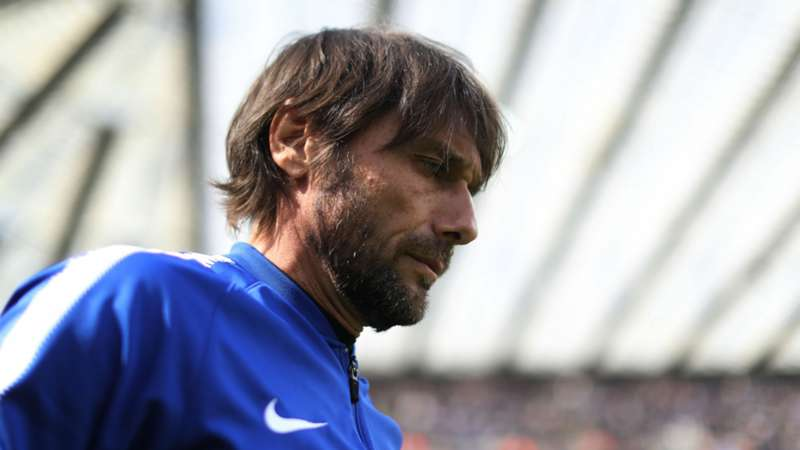 Conte takes charge of Chelsea training