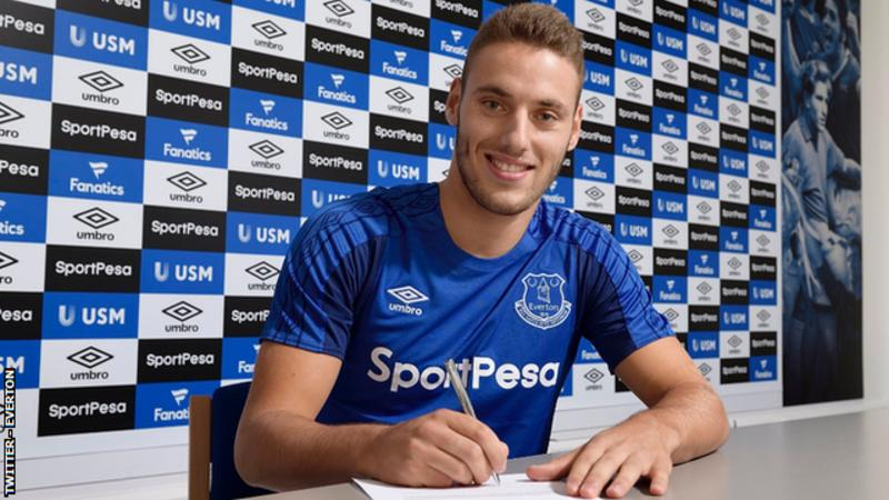 Everton sign Hajduk Split forward